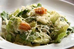 plato de ensalada cesar