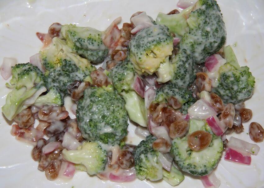 ensalada de brocoli crudo
