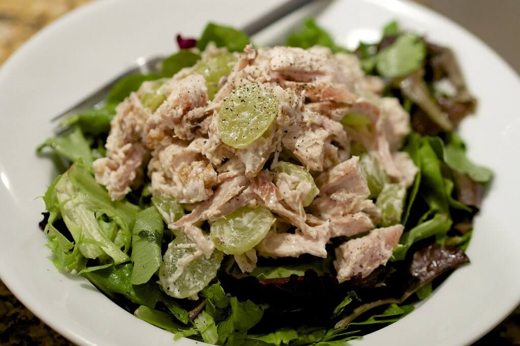 ensalada de pollo con uvas